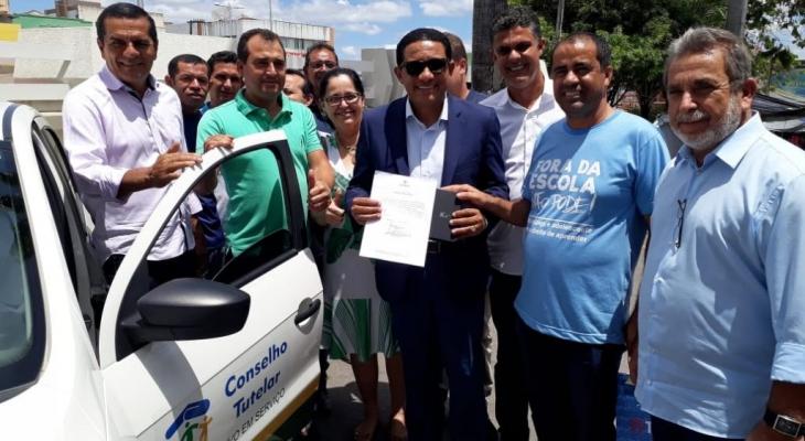 Prefeitura de Palmeira entrega veículo para Conselho Tutelar do município
