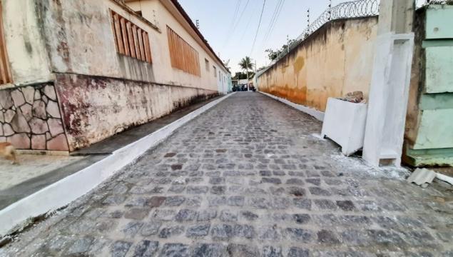 Governo do Povo inaugura calçamento da Vila Rejane