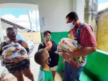 Prefeitura de Palmeira inicia segunda etapa da entrega de kits nutricionais da merenda escolar