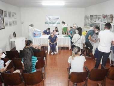 Secretaria de Saúde vacina 100% dos profissionais do Hospital Santa Rita, em Palmeira
