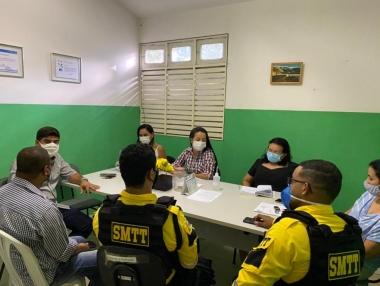 Secretaria de Saúde e órgãos municipais definem ações educativas para o combate à Covid-19