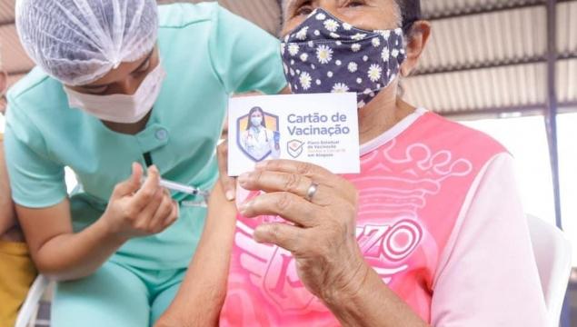 SMS inicia vacinação de idosos de 79 anos, em Palmeira