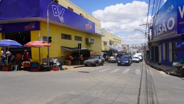 MP determina regularização de espaços públicos e desobstrução de calçadas, em Palmeira