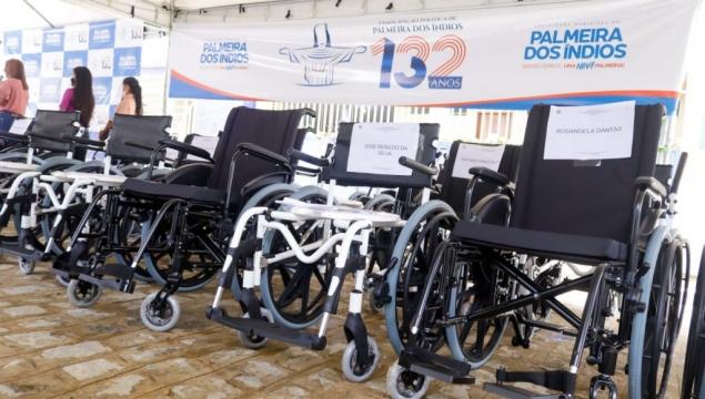 Prefeito Júlio Cezar entrega aparelhos ortopédicos e equipamentos para unidades de saúde