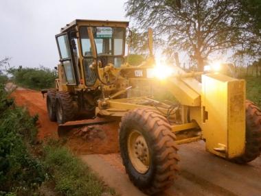 Prefeitura intensifica recuperação de estradas na zona rural de Palmeira