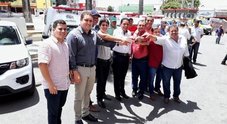 Prefeito Júlio Cezar entrega 10 novos veículos para a Saúde do município
