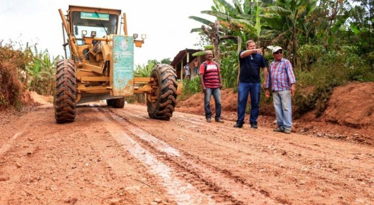 Prefeitura de Palmeira inicia piçarramento nas estradas das serras do Candará e Boa Vista