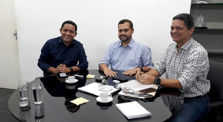 Júlio Cezar e Fernando Pereira discutem conclusão de programas que levarão água para comunidades de Palmeira