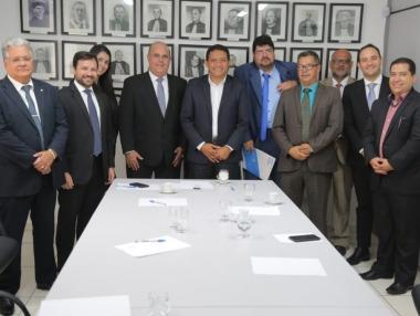 Júlio Cezar e Fernando Tourinho discutem soluções sobre demarcação de terras em Palmeira dos Índios