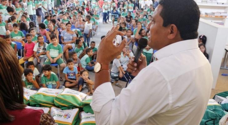 Mais quatro escolas da rede municipal de ensino público recebem kits escolares, em Palmeira