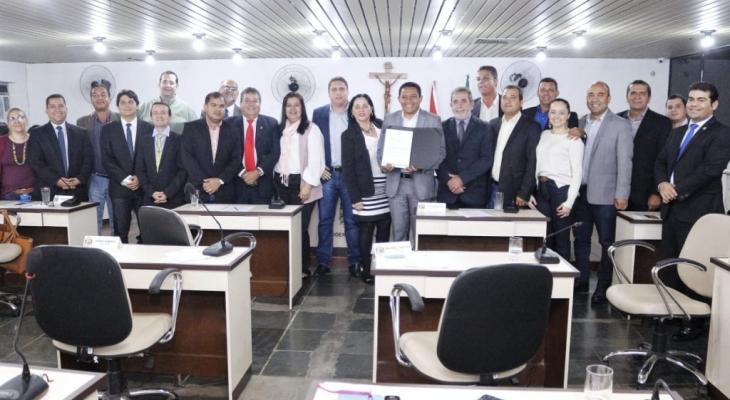 Prefeito Júlio Cezar participa de sessão da Câmara e anuncia PL para aumento de cargos e vagas em Concurso Público