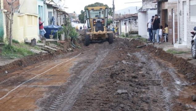 Prefeito Júlio Cezar assina Ordens de Serviços para pavimentação de ruas nos bairros de São Cristóvão e Vila Maria