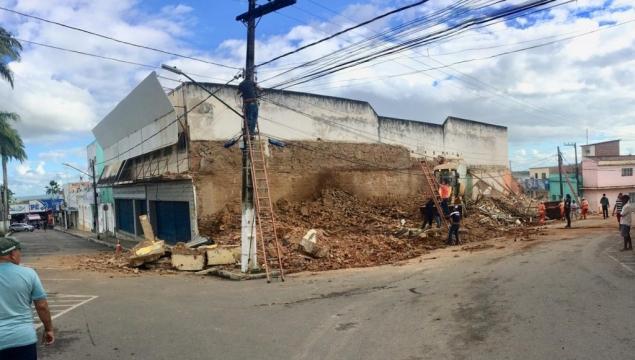 Desabamento e fortes chuvas deixam Prefeitura de Palmeira em alerta