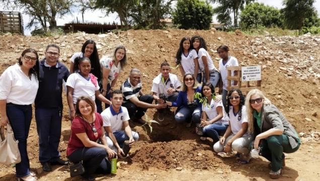 Prefeitura comemora Dia da Árvore com lançamento do Projeto Linha Sem Lixo, no Juca Sampaio