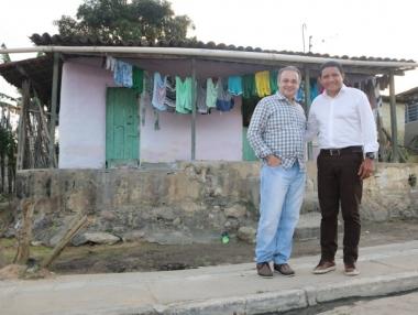 Deputado federal por São Paulo se emociona ao conhecer local onde a mãe morou, em Palmeira dos Índios