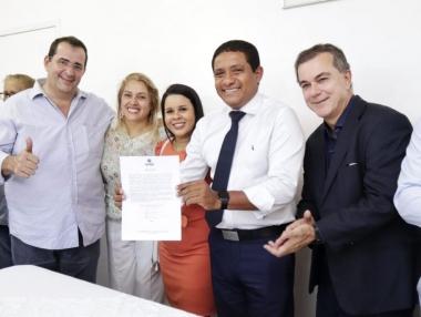 Júlio Cezar dá posse aos secretários Rodrigo Gaia e Sheila Duarte