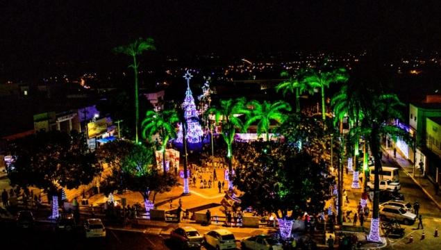 Abertura do Natal Luz leva milhares de pessoas à Praça da Independência
