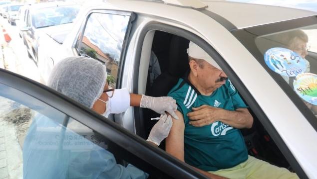 Drive thru para vacina da Influenza é sucesso em Palmeira dos Índios